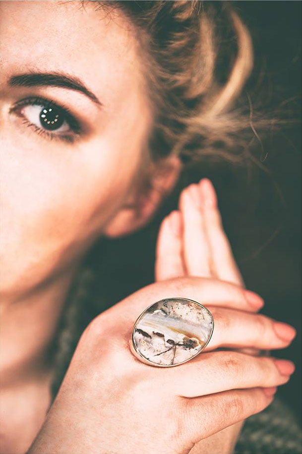 Modelka - Biżuteria Astilbe BN
